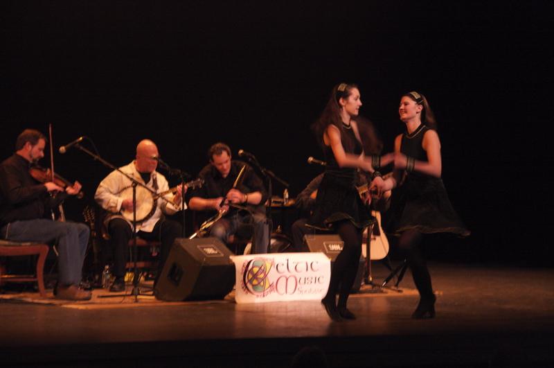Floating Crowbar withe the Haran Irish Dancers Copyright Rick Singer 2012