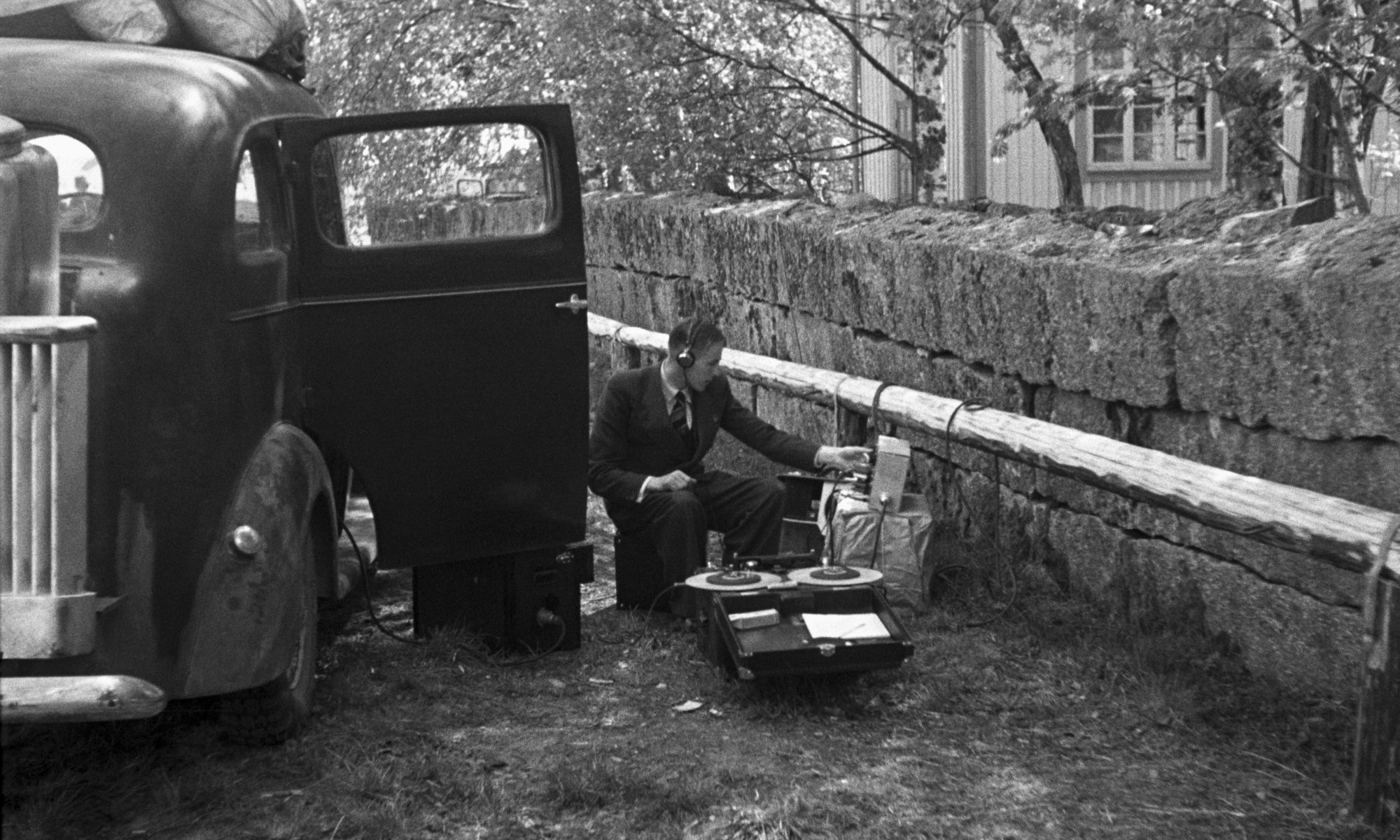 mann recording sound ona reel-to-reel out in the countryside